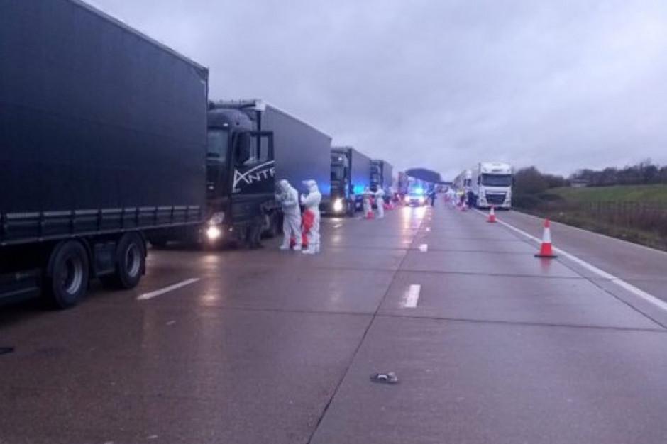 Szef MON: żołnierze, którzy przeprowadzali testy kierowcom ciężarówek w Anglii, po południu wracają do Polski