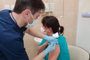 Liczba szczepień przekroczyła już 5 milionów. Ile dawek zutylizowano?