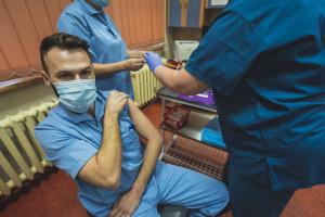 Szef MZ: pomyliliśmy się, przekazując liczbę zaszczepionych lekarzy do NIL
