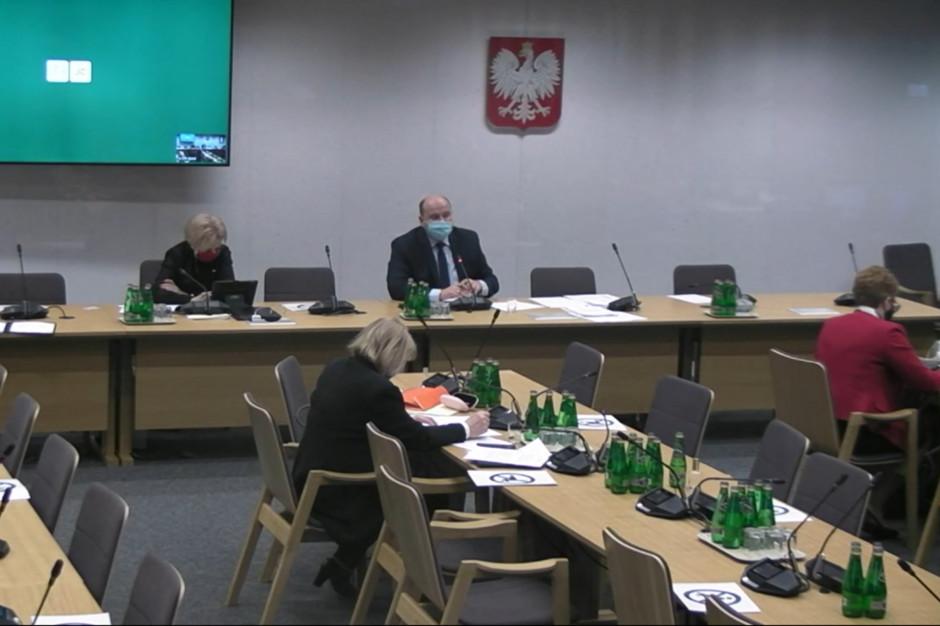 """Sejmowa komisja negatywnie o większości """"zdrowotnych"""" poprawek Senatu do budżetu na 2021 rok"""