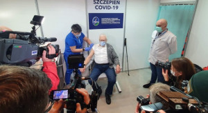 Ruszają szczepienia seniorów przeciw COVID-19. Na początek ci, którzy skończyli 70 lat