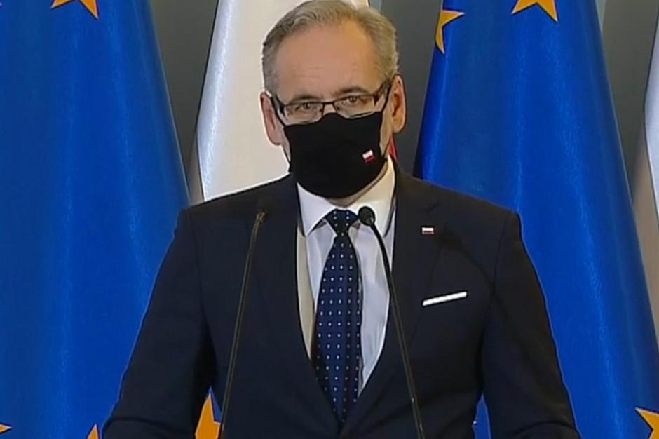 Minister Niedzielski uspokaja: nie wyobrażam sobie przerwania szczepień nauczycieli
