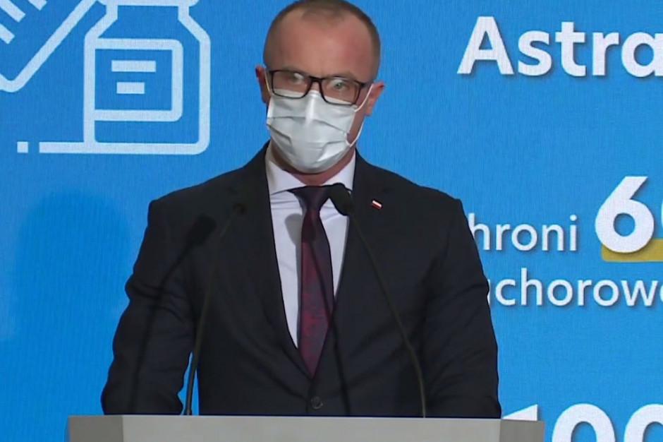 """Cessak: wstępna ocena nie potwierdza, aby """"nauczycielska"""" szczepionka AstraZeneca zagrażała zdrowiu i życiu"""