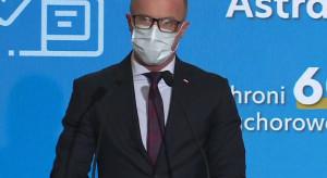 Dr Cessak: nie przyjmujemy leków przeciwzakrzepowych przed szczepieniem Astrą Zeneką