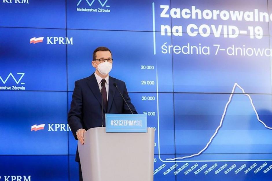 Patenty na szczepionki przeciw COVID-19 powinny być uwolnione - uważa premier Morawiecki