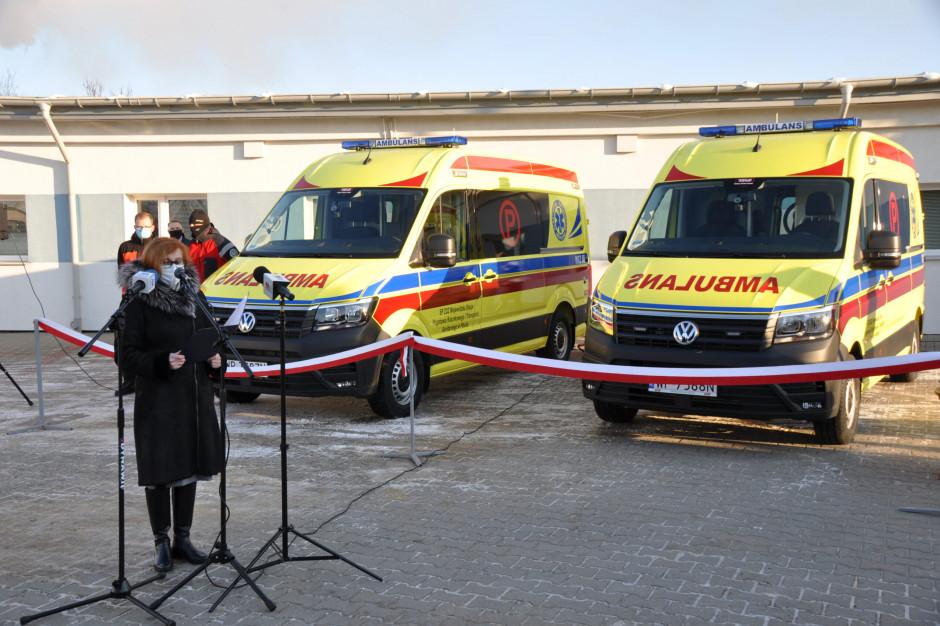 Pogotowie w Płocku dostało nowe, żółte specjalistyczne ambulanse – dlaczego w tym kolorze?