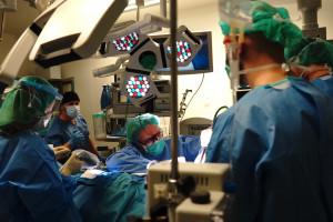 Łódź: lekarze ze szpitala Kopernika usunęli obrzęk nogi nowatorską metodą