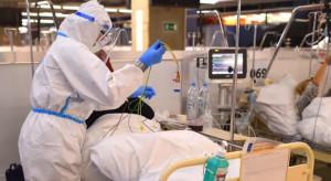 W Szpitalu Narodowym szybko przybywa chorych: uruchamiają kolejne moduły, szukają personelu