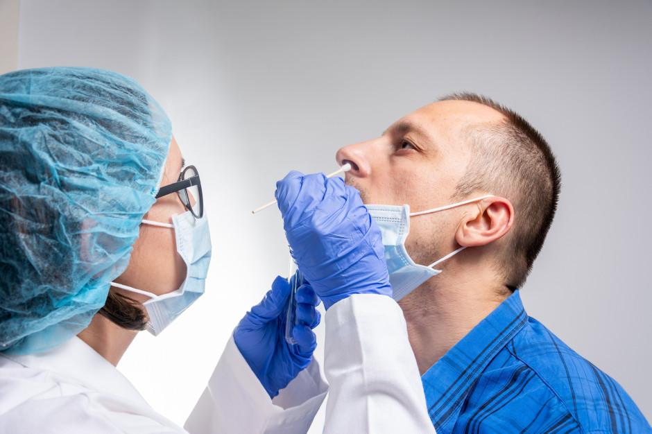 Ślina równie wartościowa do testów na COVID-19, jak wymaz z nosogardzieli?