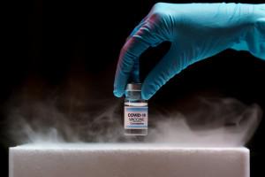 MZ informuje o wydłużonych odstępach między dawkami szczepień przeciw COVID-19