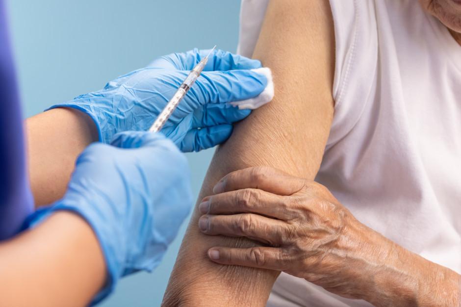 Która szczepionka przeciwko Covid-19 daje najwięcej NOP? Mamy polskie dane