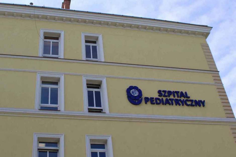 Szpitale i oddziały pediatryczne drżą o swoje finanse, resort zdrowia uspokaja