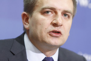 Minister zdrowia abdykował, wywiesił białą flagę - Arłukowicz wskazuje na największe błędy