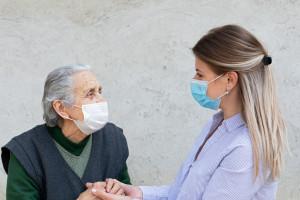 Szczepienia w DPS-ach nie uwalniają od samotności ich pensjonariuszy