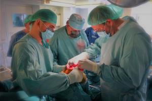 """WUM stawia na nowatorskie zabiegi ortopedyczne: """"nie boimy się trudnych chorych"""""""