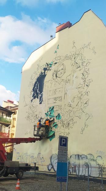 Mural przedstawiający Krystynę Bochenek powstaje w centrum Katowic
