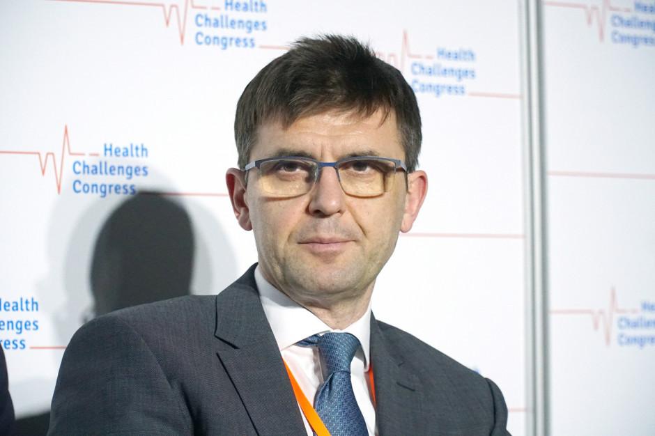 Prof. Kuchar o szczepionce AstraZeneca na COVID-19: informacja EMA nic nie zmienia
