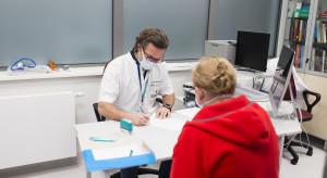 Dziś na szczepienia przeciw COVID-19 rejestrują się osoby w wieku 28 i 29 lat