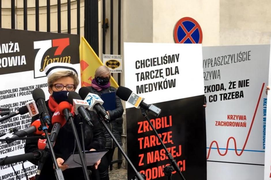 """Protest zawodów medycznych przed MZ. """"Nie będzie medyków, nie będzie leczenia"""""""