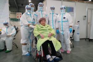 Kolejna 101 latka pokonała Covid-19, właśnie opuściła poznański szpital
