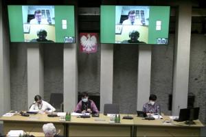 Sejm: komisja polityki senioralnej o dostępie osób starszych do lekarzy w pandemii - retransmisja