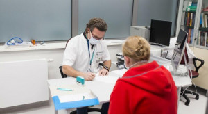Chętni na szczepienie są umawiani co 27 sekund - tak się to robi w gdańskim UCK
