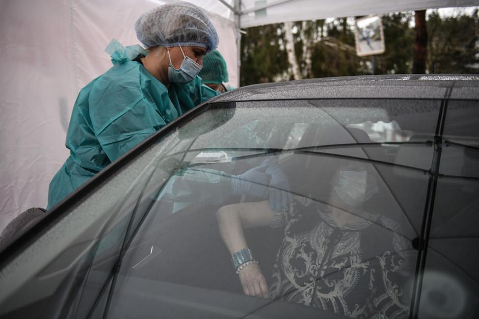 Kielce: straciła panowanie nad pojazdem w punkcie szczepień drive-thru