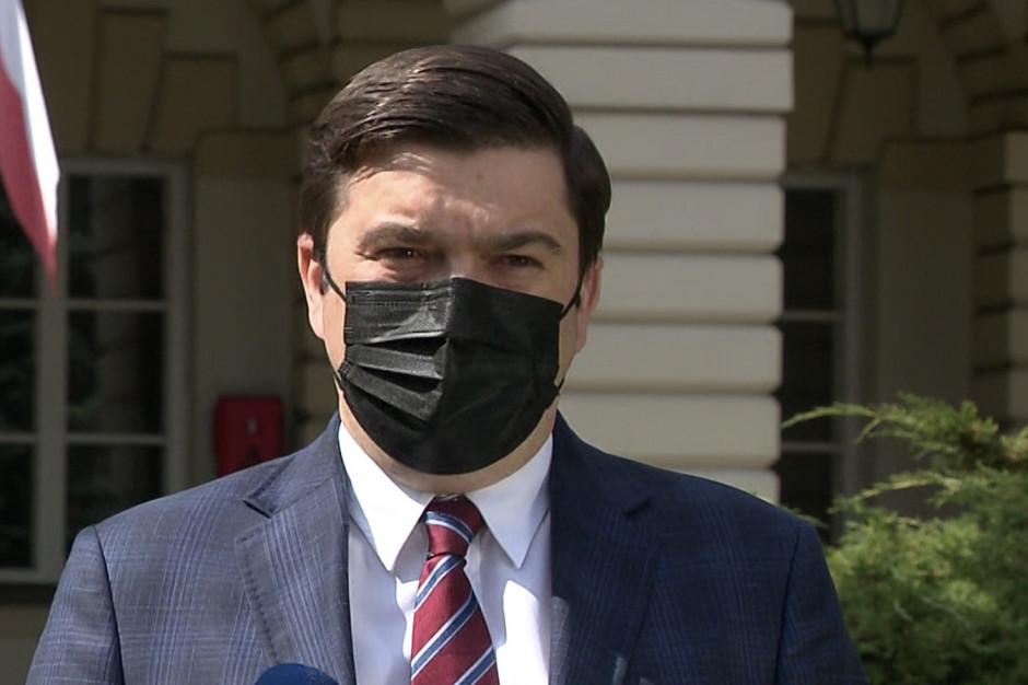 Andrusiewicz: liczymy, że od czerwca Polska przystąpi do projektu tzw. paszportów covidowych