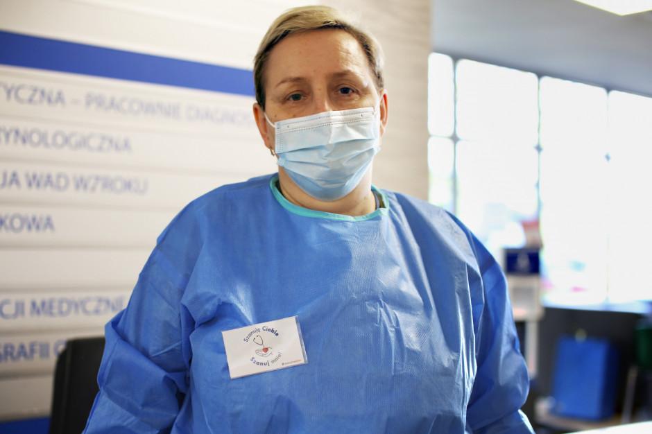 Medycy przyjmują pacjentów z plakietką na fartuchu: Szanuj mnie!