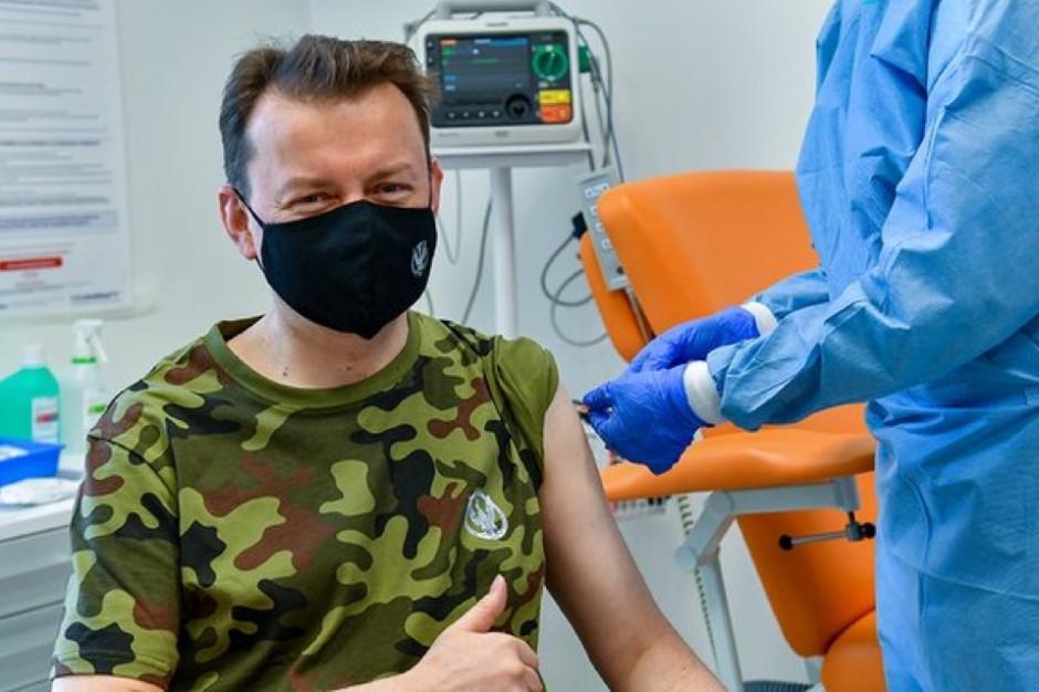 Minister Błaszczak zaszczepił się szczepionką AstraZeneca