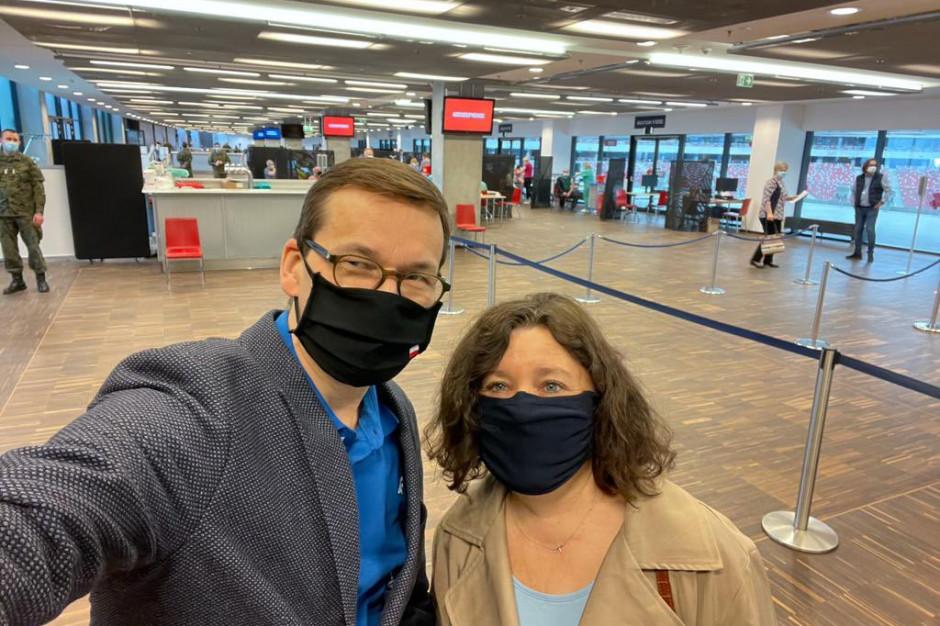 Premier Morawiecki i jego żona zaszczepili się szczepionką AstraZeneca