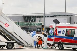 Polski dyplomata ewakuowany z Indii już w kraju. Jest zakażony indyjską mutacją koronawirusa?