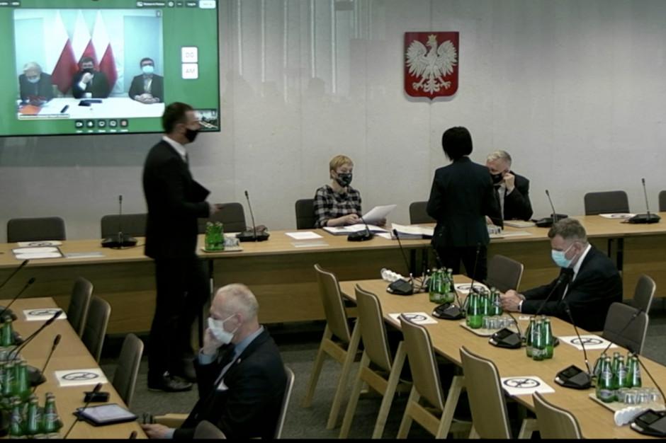 Sejm: matura i egzamin ósmoklasisty w czasie pandemii - transmisja