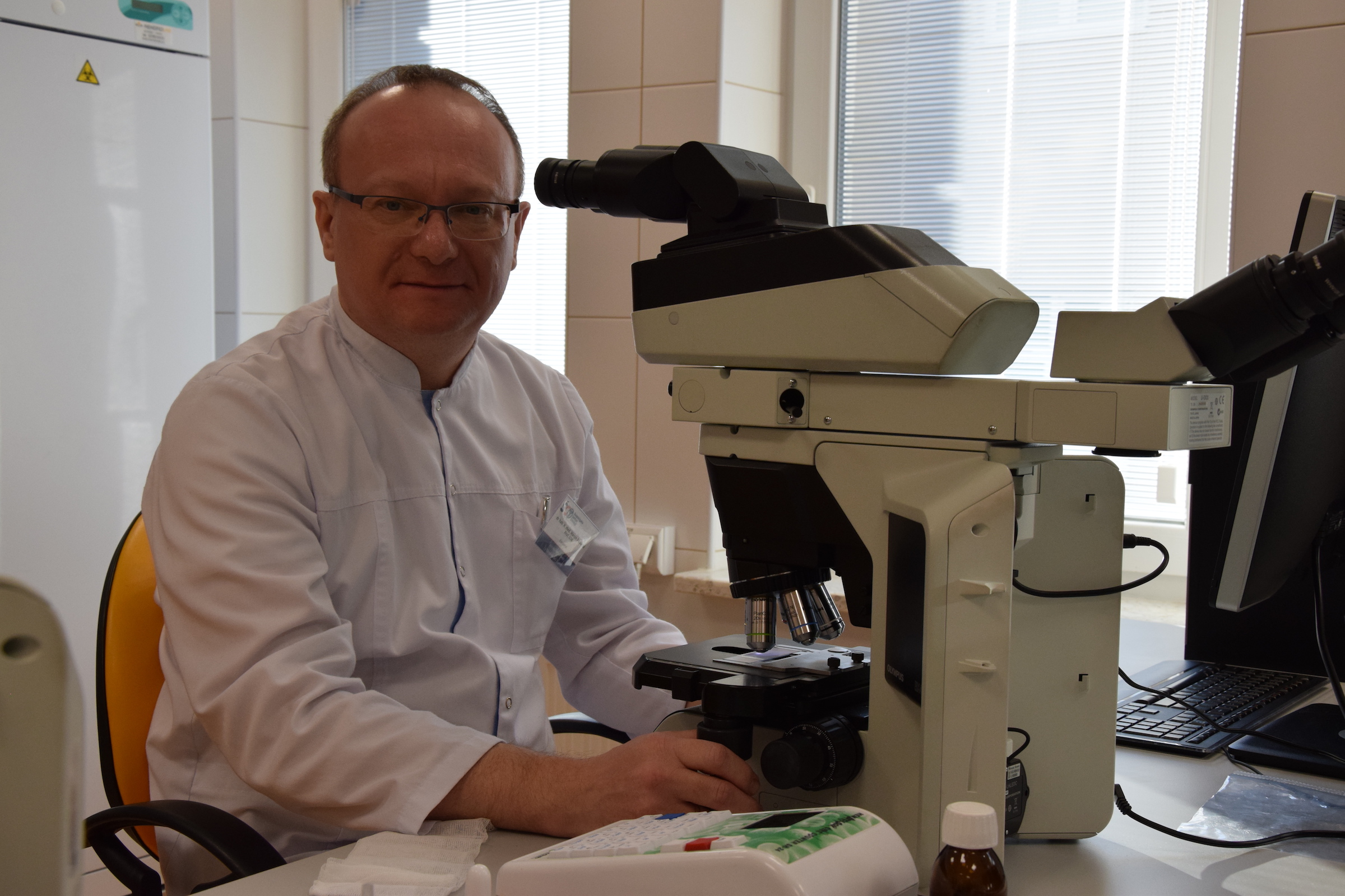 Dr hab. n. med. prof. UJK Marcin Pasiarski: - Uzbrojone limfocyty T namnaża się i z powrotem podaje choremu