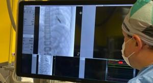 Lekarze z USK WUM wszczepili dziecku narzędzie wykrywające arytmię