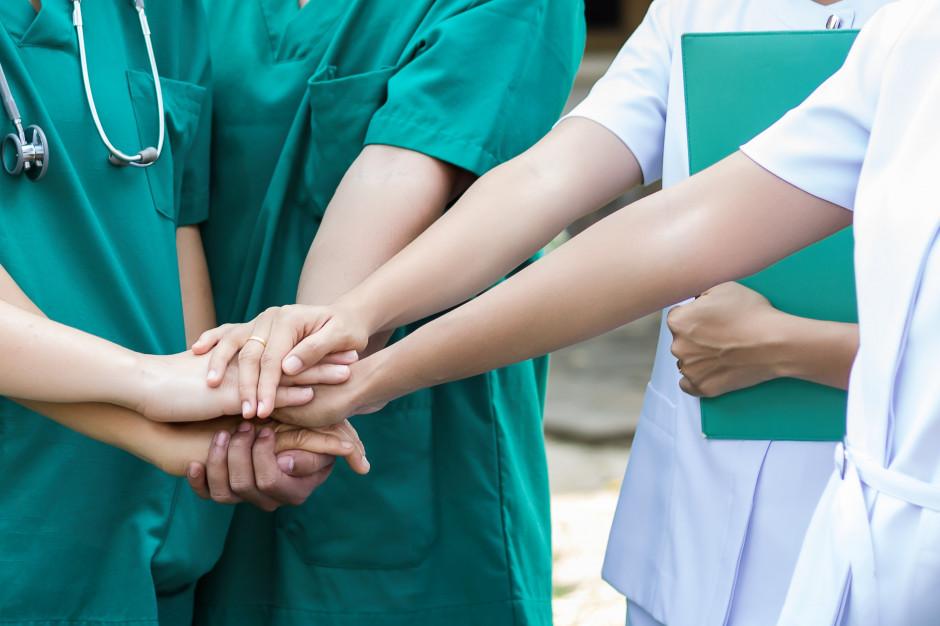 Pielęgniarki w Międzynarodowy Dzień Pielęgniarek wychodzą na ulice