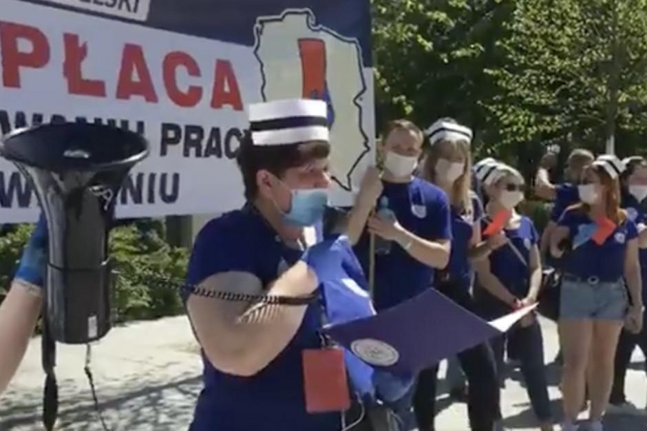 """Przed Sejmem trwa protest pielęgniarek i położonych. """"Jest nas za mało"""""""