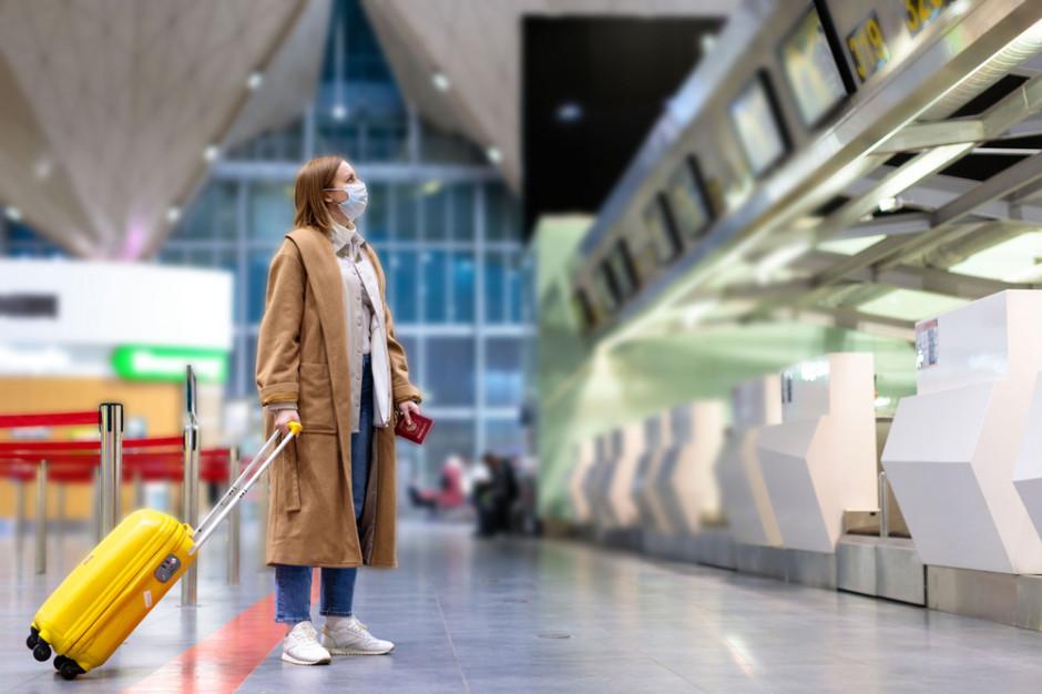 Polacy chcą paszportów covidowych i zagranicznych urlopów