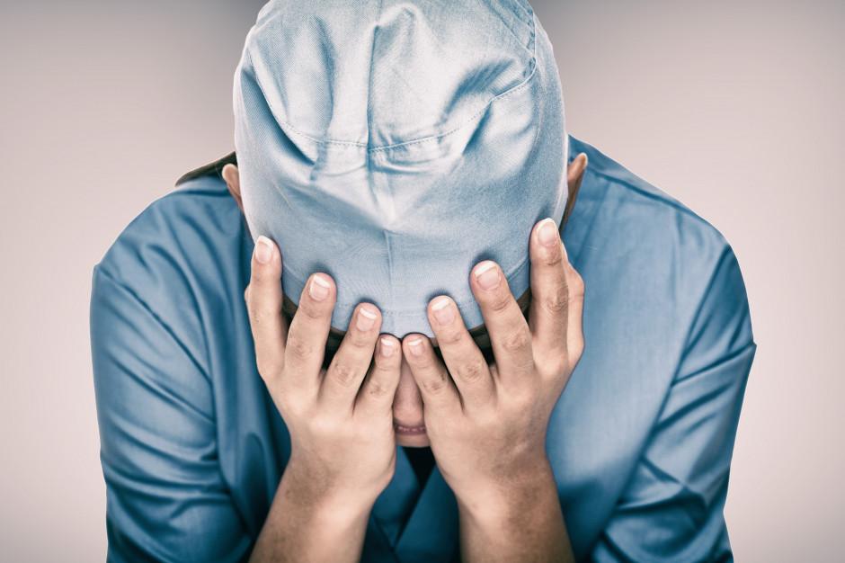 Pandemia COVID-19 odciska się na psychice lekarzy