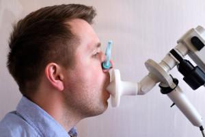 """Są alkomaty, będą """"covidomaty""""? Zatwierdzono tester oddechu wykrywający koronawirusa"""