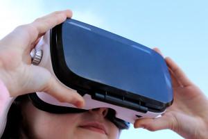 """Okulary VR przenoszą chorych onkologicznie na plażę, do lasu. """"Efekty fantastyczne"""""""