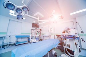 Nowoczesny stół operacyjny układa pacjentów do zabiegu. Pochwalili się nim poznańscy lekarze