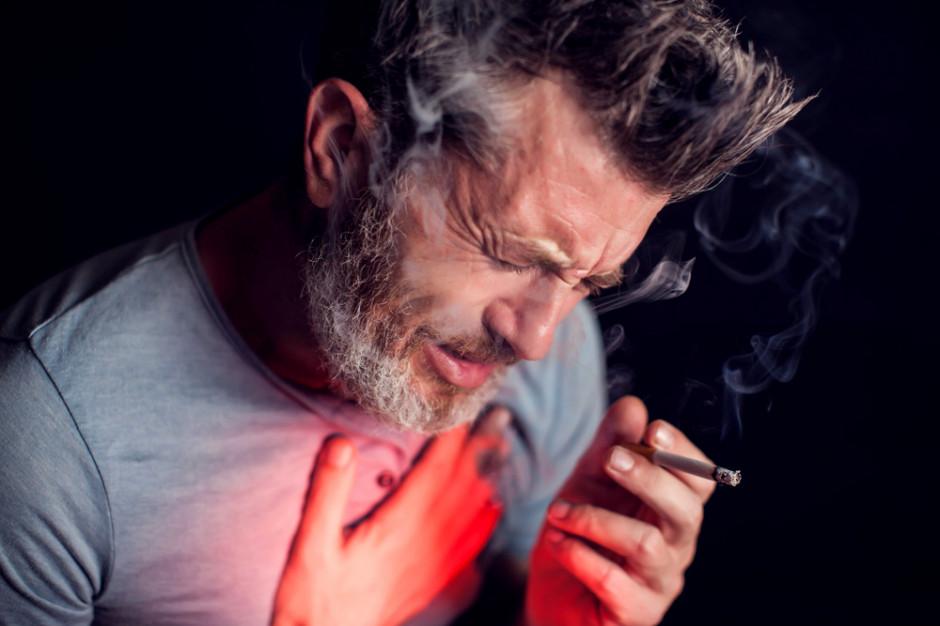 Prof. Mróz: palimy mniej, ale liczba palaczy, u których rozwinie się rak, nie maleje