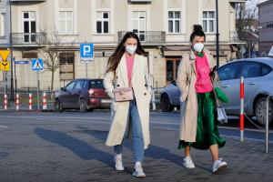 Szułdrzyński o czwartej fali: wszystko zależy od wariantów koronawirusa