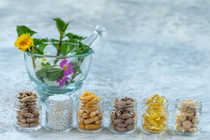 Czy tzw. tabletki urody naprawdę działają? Zbadały to doktorantki SUM