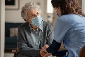 Nowe badanie pokazało, że w kwestiach zdrowia bardziej ufamy rodzinie niż lekarzom