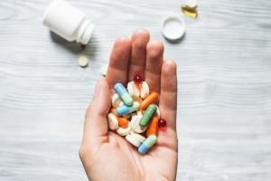 Refundacja popularnego leku na mikroskopowe zapalenie jelit pod znakiem zapytania.