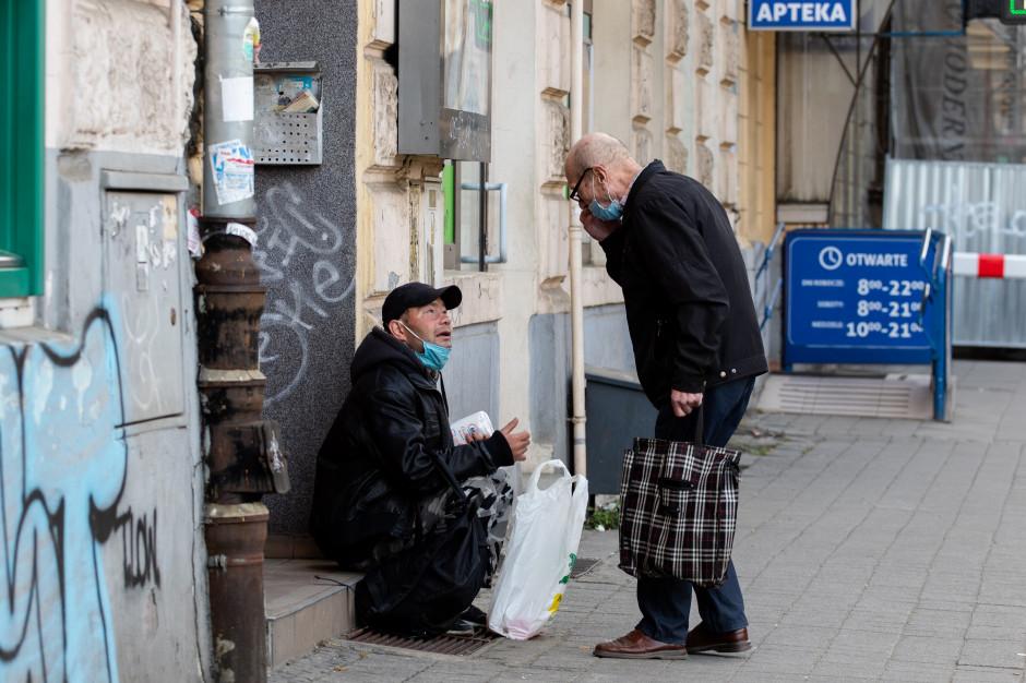 RPO alarmuje: bezdomni poza systemem szczepień przeciwko COVID-19. Jest apel do Ministra Zdrowia