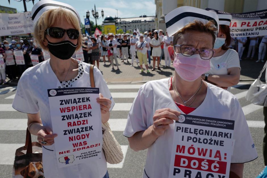 Strajk pielęgniarek i położnych. Apelują do rządu: opamiętajcie się. Protest przeciwko warunkom pracy i płacy
