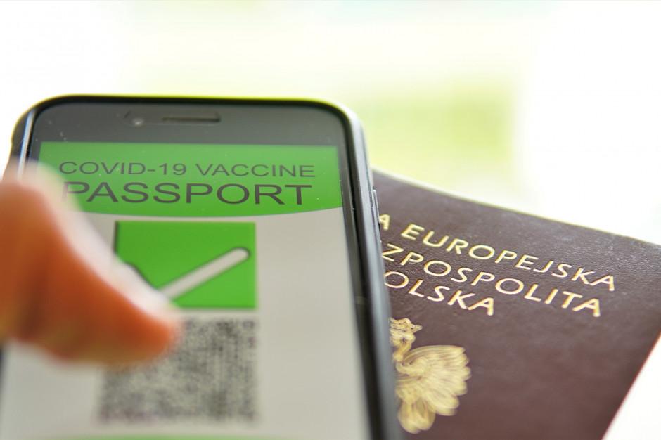 Paszport covidowy hitem wakacji. Polacy pobrali milion certyfikatów. Ułatwią wyjazdy i podróże po Europie